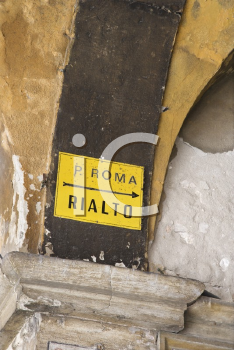 Royalty Free Photo of a Sign With an Arrow Pointing to Rialto in Venice, Italy