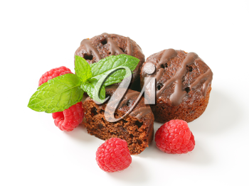 Mini chocolate cakes with raspberry filling