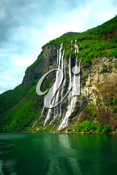 Geiranger Fjord (Norge) and waterfall Seven sisters