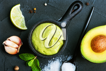 avocado sauce in bowl and on a table