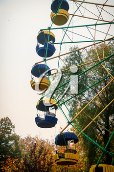 Ferris wheel in the park on a cloudy autumn day